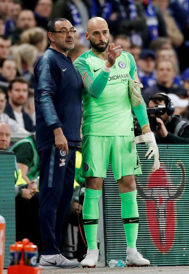 Manažer Chelsea Maurizio Sarri s náhradním gólmanem Blues. Willy Caballero se do hry v utkání proti Manchesteru City nedostal.