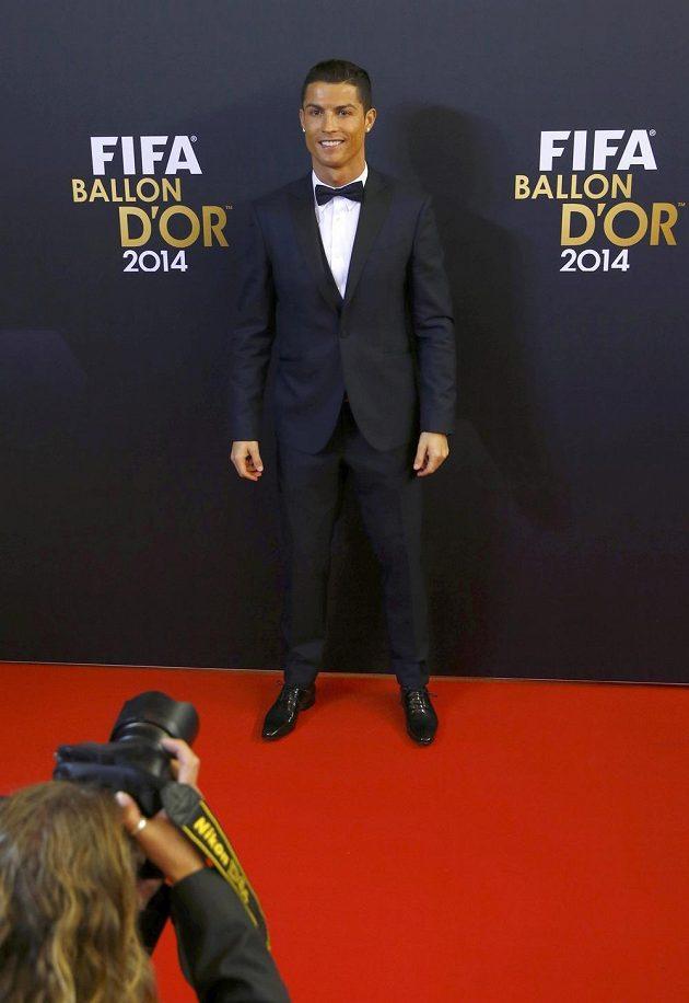 Portugalský fotbalista Cristiano Ronaldo vyhrál potřetí v kariéře Zlatý míč.