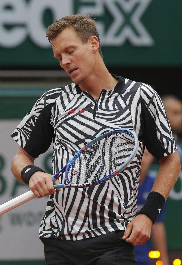 Tomáš Berdych tahal ve čtvrtfinále French Open proti světové jedničce za kratší konec.