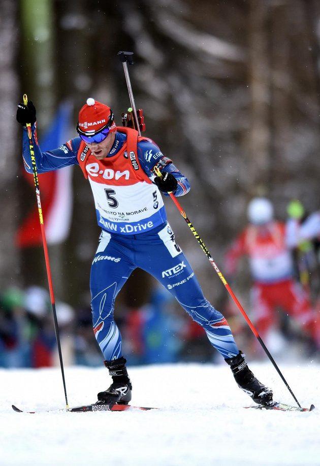 Michal Šlesingr při běhu ve stíhacím závodu v Novém Městě na Moravě.