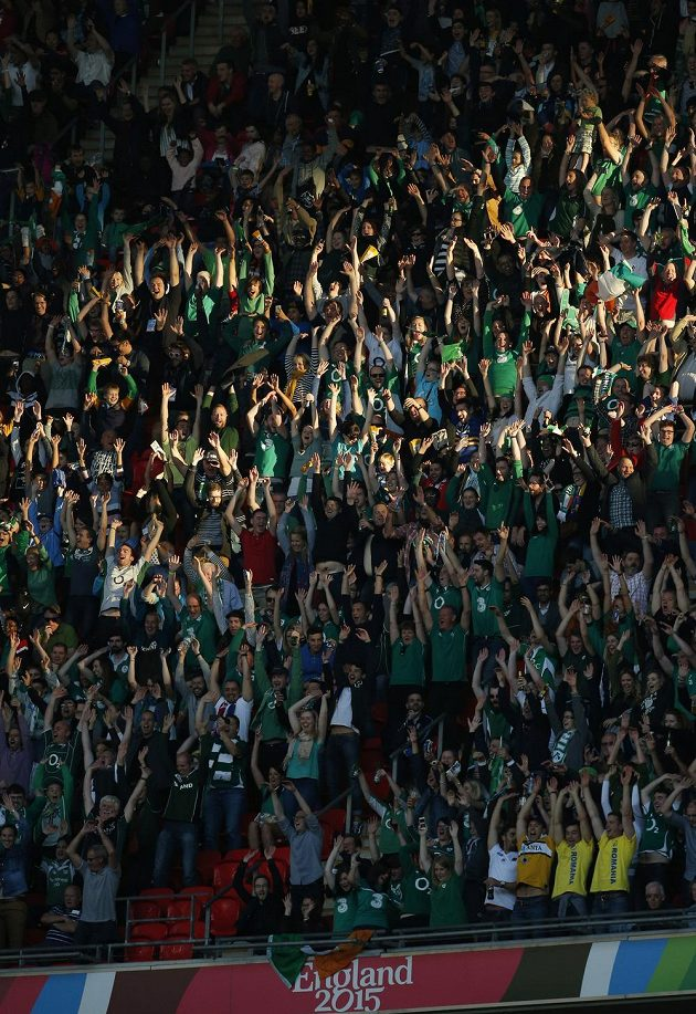 Irští fanoušci národního ragbyového týmu se ve Wembley dobře bavili.