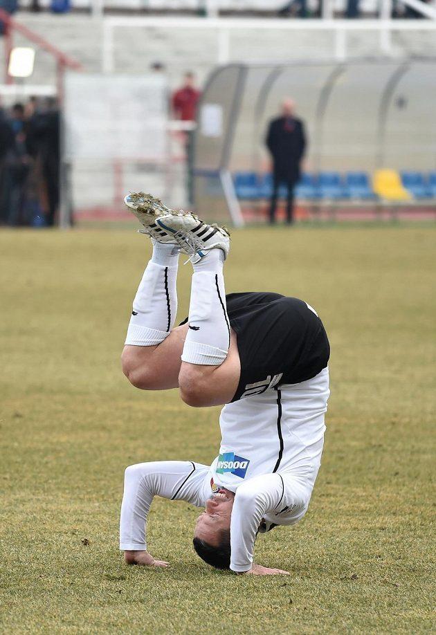 Záložník Viktorie Plzeň Pavel Horváth se raduje z gólu.