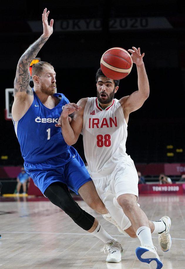 Íránec Behnam Jakchalidekordí (88) a Patrik Auda.