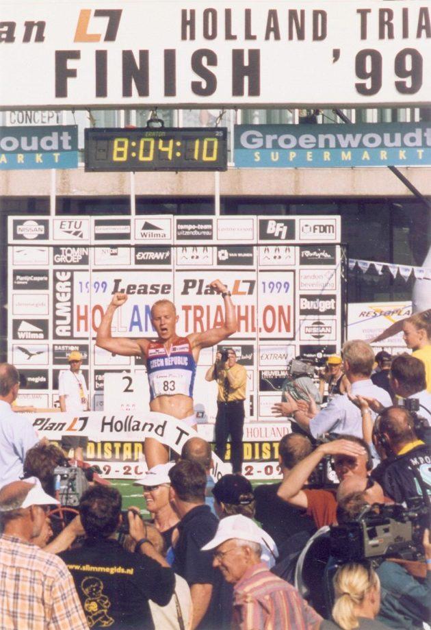 V roce 1999 Petr Vabroušek vybojoval na ME v dlouhém triatlonu v Nizozemsku stříbro. Jeho čas 8:04:10 byl pak na dlouho českým rekordem.