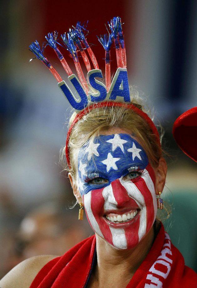 Fanynka USA si na výzdobě dala záležet.