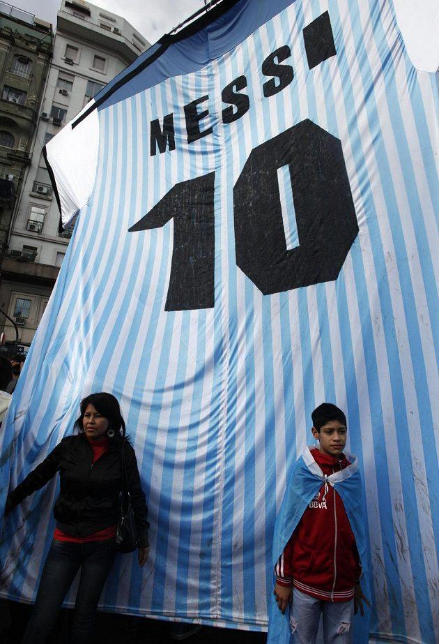Přílet argentinské ikony Lionela Messiho byl netrpělivě očekáván.