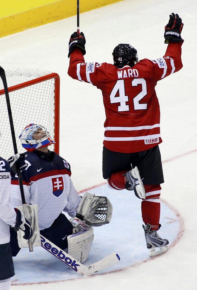 Kanaďan Joel Ward jásá nad překonaným slovenským brankářem Jánem Lacem.