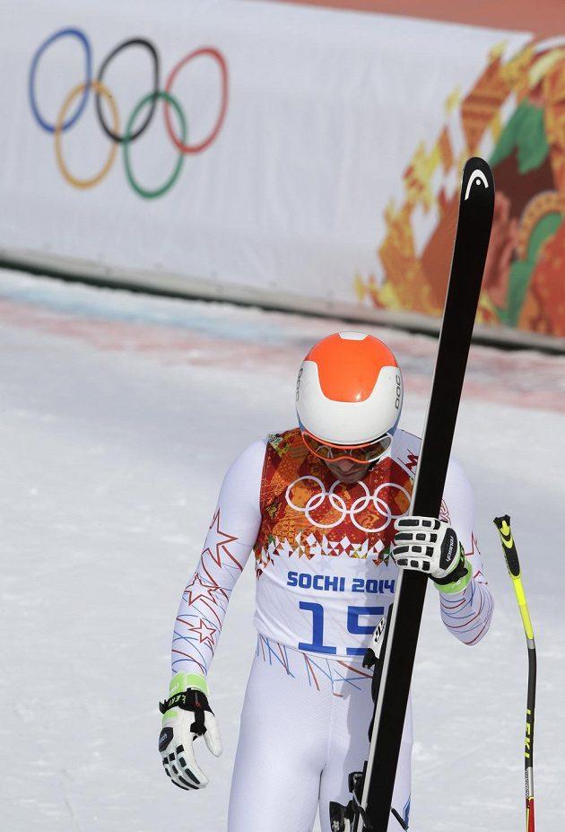 Zklamaný Bode Miller v cíli olympijského sjezdu v Soči.