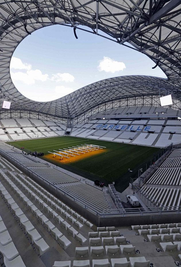 Nový Stade Vélodrome už je kompletně zakrytý střechou a kromě fotbalu bude hostit i jiné kulturní a společenské akce. Například koncert skupiny U2.