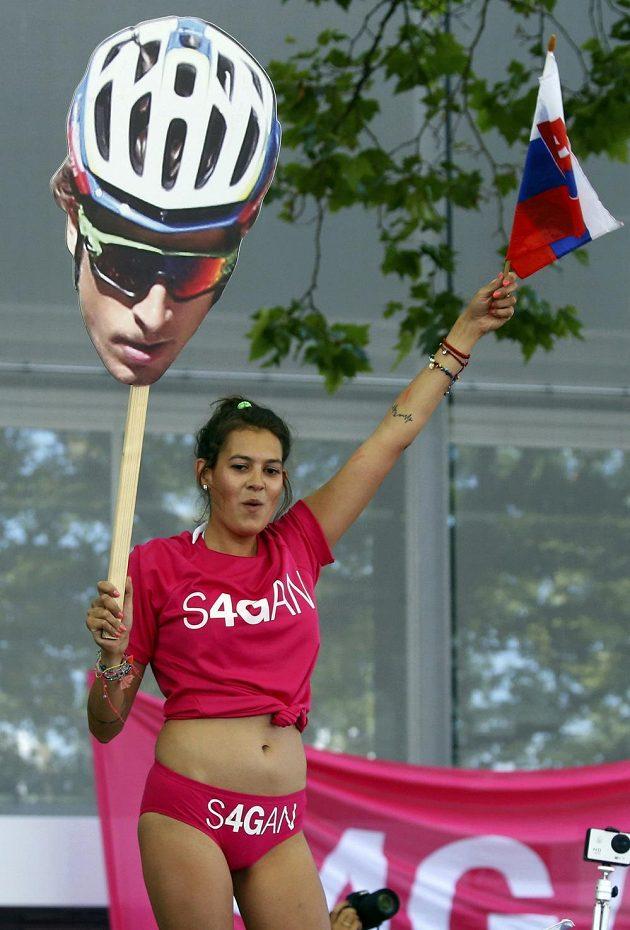 Slovenští fanynky a fanoušci přijeli do Bernu podpořit svého hrdinu Petera Sagana.