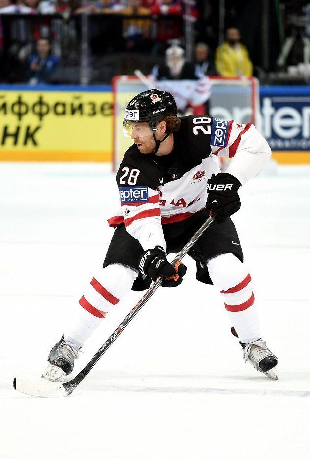 Útočník Kanady Claude Giroux během utkání hokejového MS v Praze proti Lotyšsku.