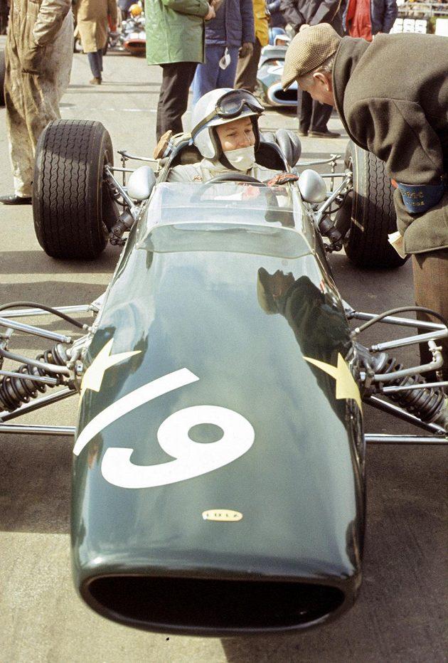 John Surtees v Northamptonu v roce 1967.