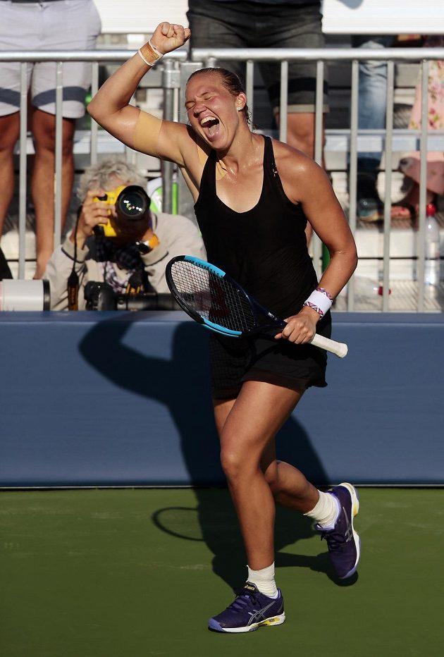 Je to tam! Kanepiová slaví postup do čtvrtfinále US Open.
