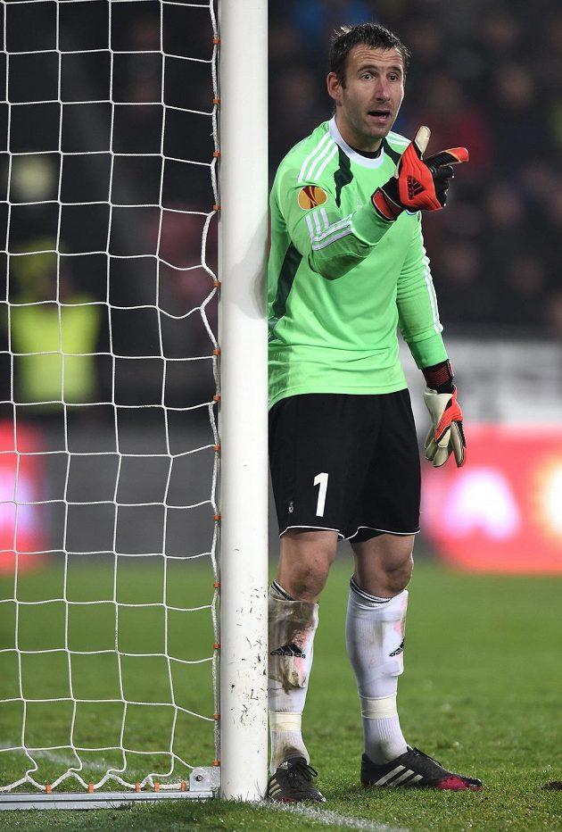 Brankář Slovanu Bratislava Dušan Perniš během utkání základní skupiny Evropské ligy I proti pražské Spartě.