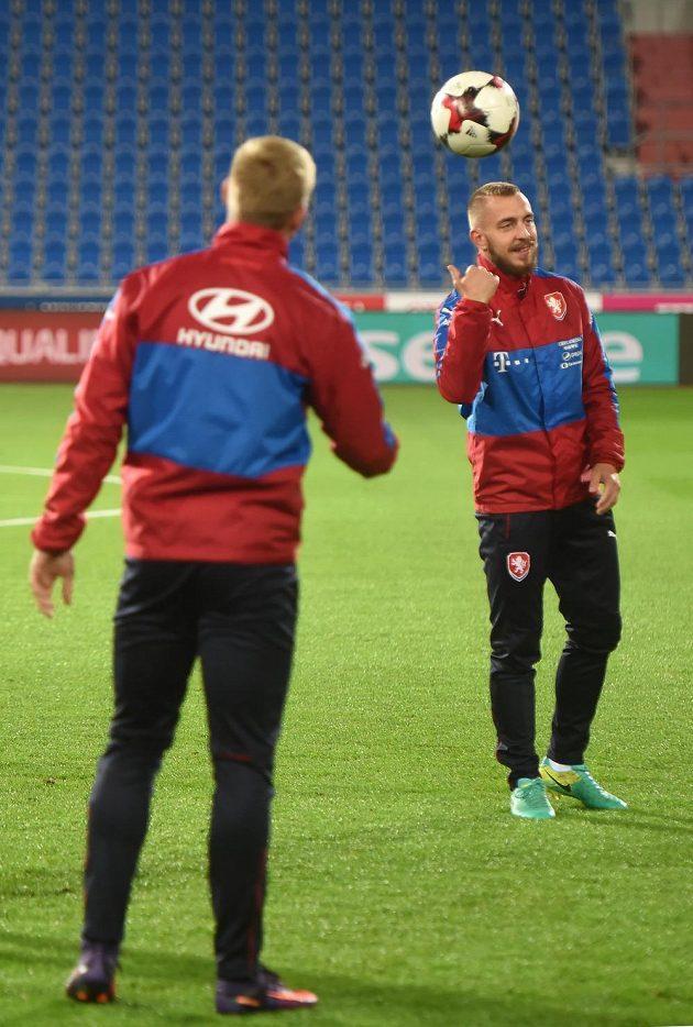 Záložník Jiří Skalák (vpravo) během tréninku české fotbalové reprezentace.