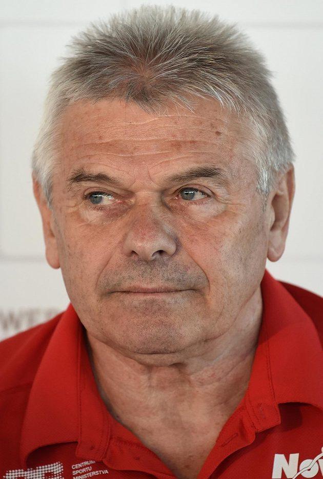 Trenér Martiny Sáblíková Petr Novák na tiskové konferenci v Praze.