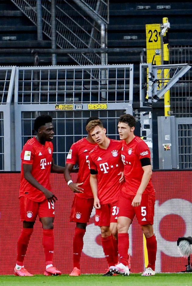 Radost Bayernu. Zprava Benjamin Pavard, autor gólu Joshua Kimmich, David Alaba a Alphonso Davies.