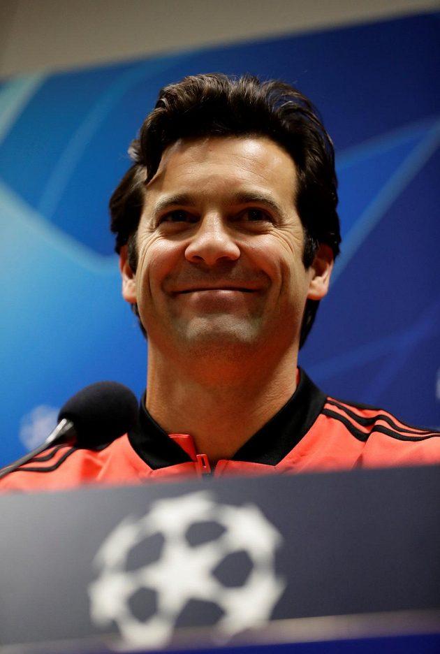 Provizorní kouč Realu Santiago Solari hýřil na tiskové konferenci v Plzni dobrou náladou.
