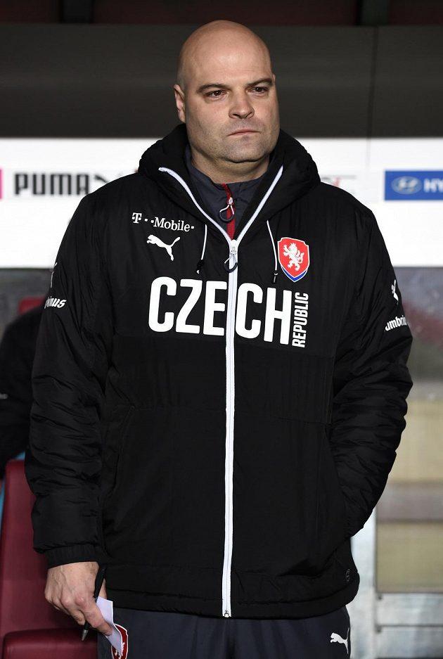 Trenér české reprezentace do 21 let Jakub Dovalil během přátelského utkání s Anglií v Praze na Letné.