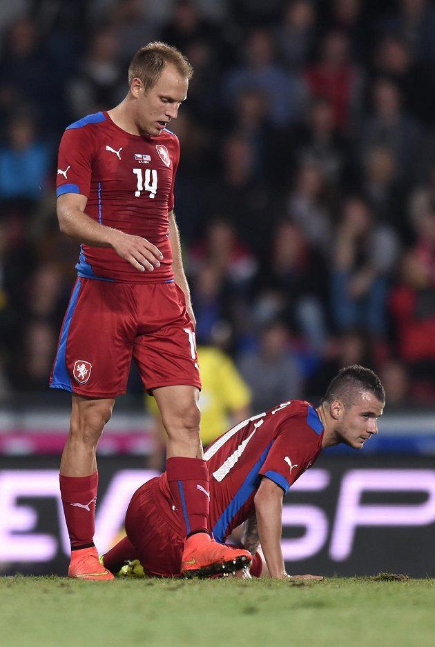 Záložníci Daniel Kolář (vlevo) a Daniel Pudil během přátelského utkání s USA.