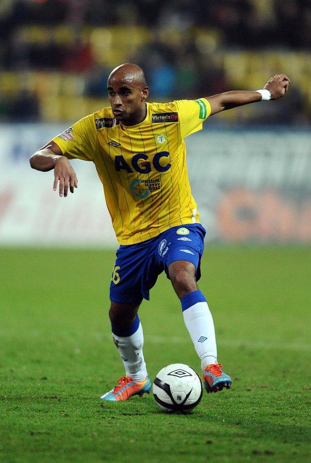 Teplický záložník Santos Nivaldo při utkání proti Slavii.
