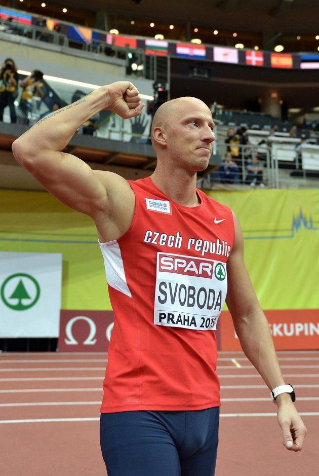 Překážkář Petr Svoboda po dobře zvládnutém rozběhu na 60 m překážek.