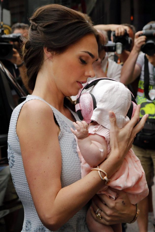 Tamara, dcera bosse formule 1 Bernieho Ecclestona, přihlížela dění v Monte Carlu. Její malá Sophie byla proti hluku patřičně vybavena.