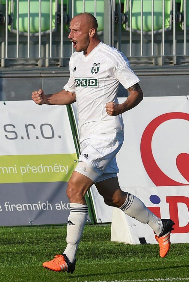 Marek Janečka z Karviné se raduje z gólu.