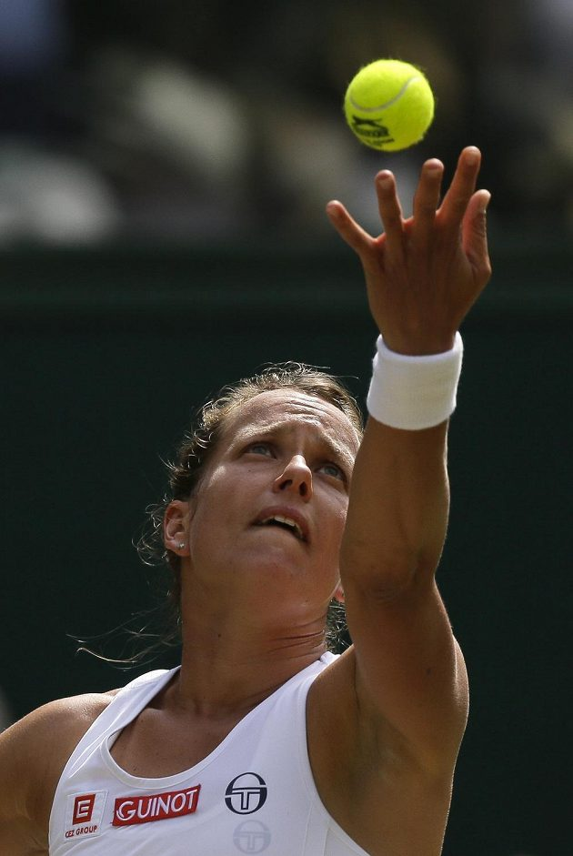 Česká tenistka Barbora Strýcová a její snaha v semifinále Wimbledonu.