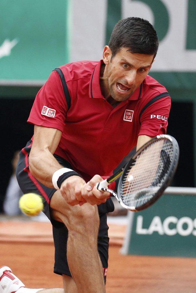 Srbský tenista Novak Djokovič během finálového duelu French Open s Britem Andym Murraym.