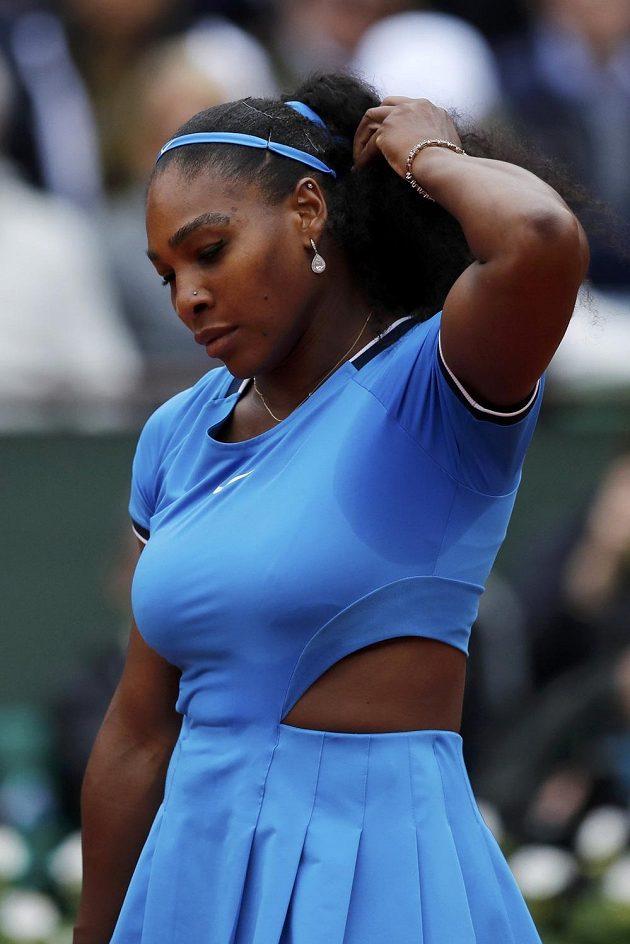 Američanka Serena Williamsová během finálového zápasu French Open se Španělkou Garbiňe Muguruzaovou.