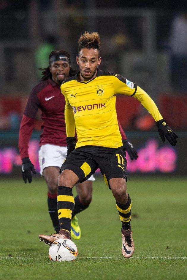 Pierre-Emerick Aubameyang z Dortmundu během přípravného utkání se Spartou v německém Essenu.