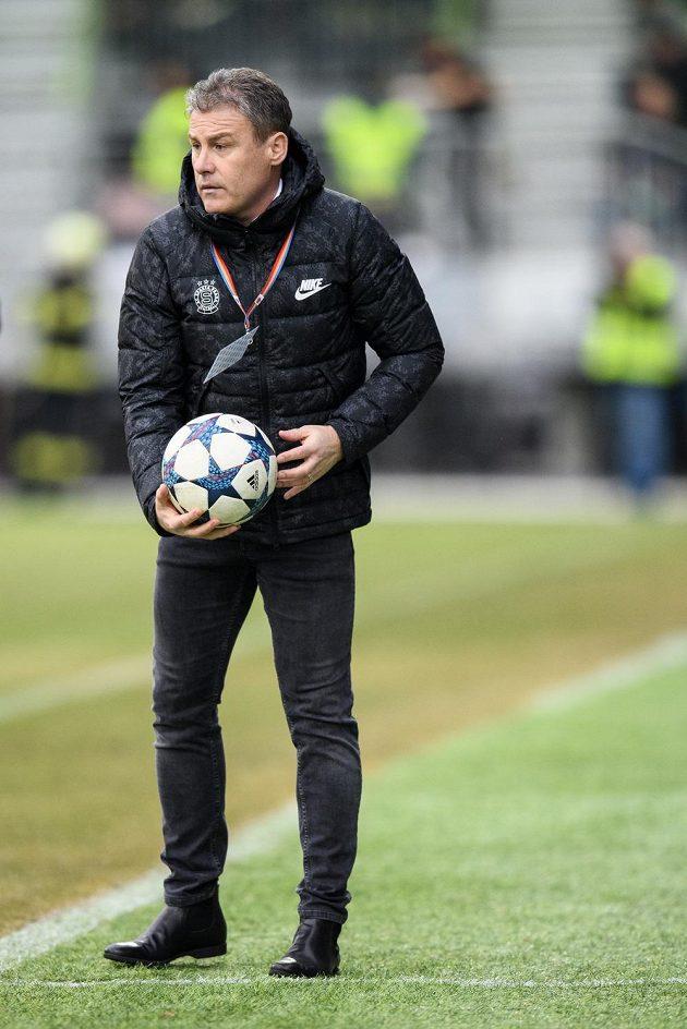 Trenér Sparty Praha Pavel Hapal během utkání v Karviné.
