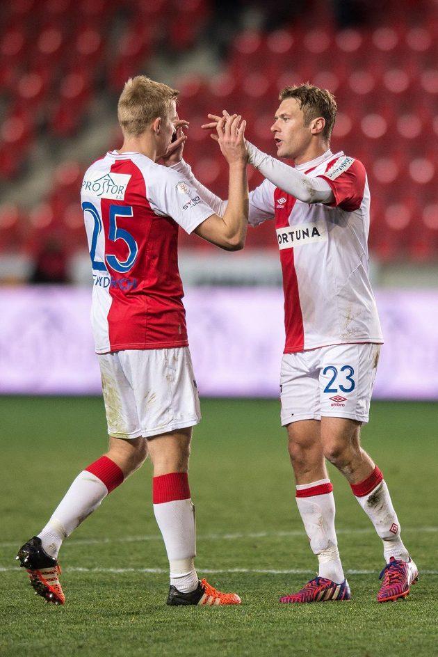 Fotbalisté Slavie Praha Michal Frydrych (vlevo) a Karel Piták.
