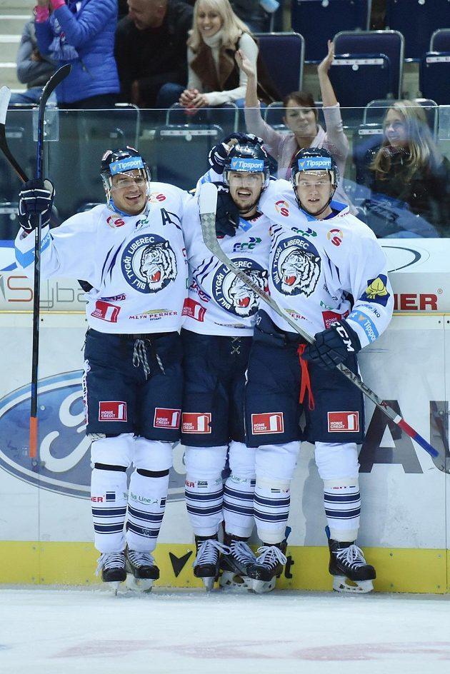 Hráči Liberce se radují z úvodního gólu (zleva) Branko Radivojevič, střelec Martin Bakoš a Michal Bulíř.