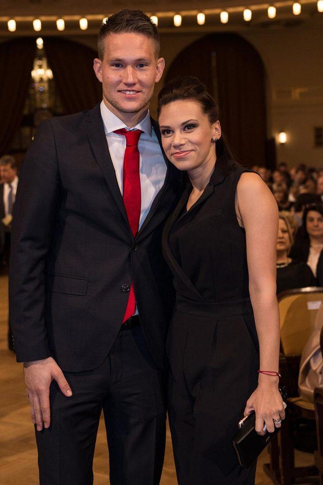 Tomáš Vaclík s partnerkou během vyhlášení ankety Fotbalista roku 2015 v Obecním domě v Praze.