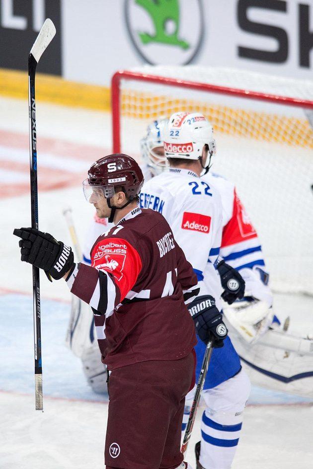 Sparťan Jan Buchtele oslavuje vstřelený gól v zápase 1. kola play off proti Curychu.