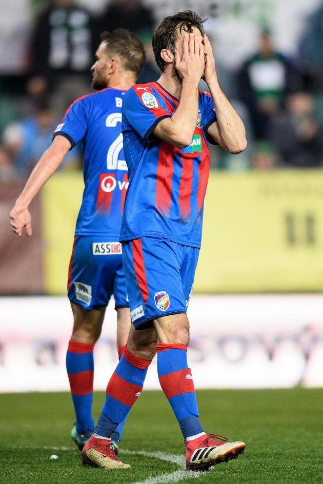 Zoufalý Andreas Ivanschitz z Viktorie Plzeň během utkání na Bohemians.
