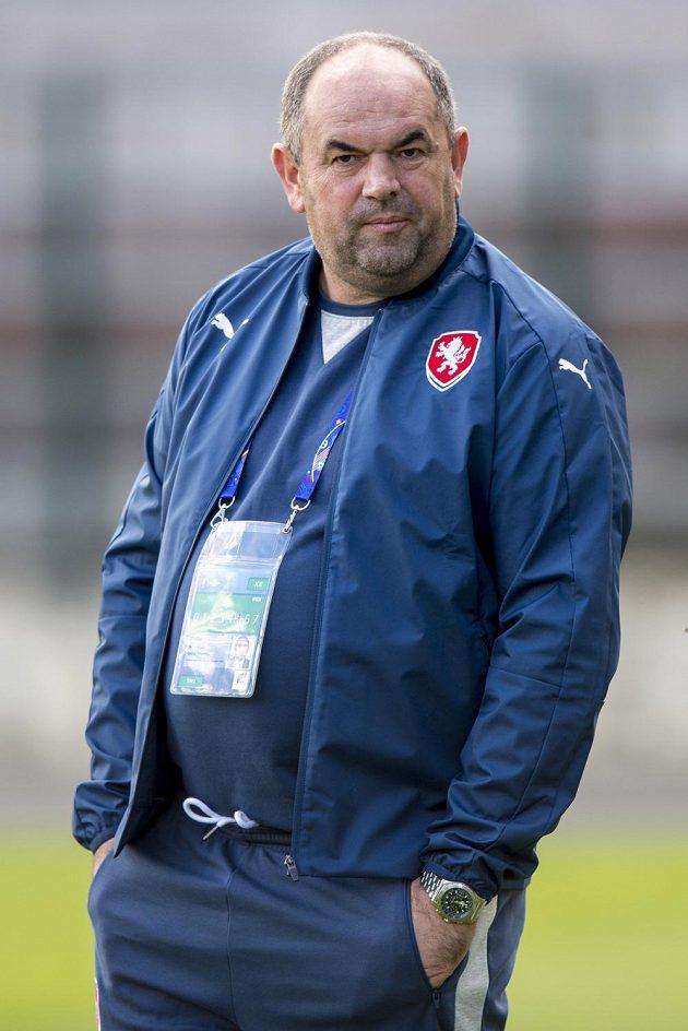 Předseda FAČR Miroslav Pelta při tréninku českých fotbalistů v Tours.