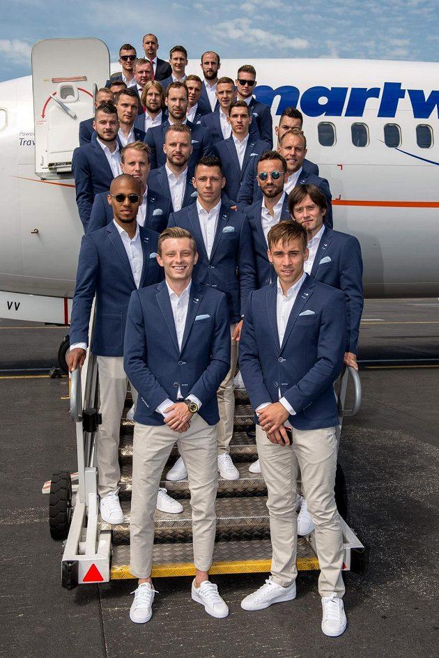 Startujeme, pánové... Fotbalová reprezentace odletěla z Letiště Václava Havla v Praze na mistrovství Evropy ve Francii.