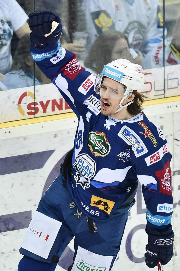 Alexandre Mallet z Brna se raduje z gólu v prvním finále s Libercem.