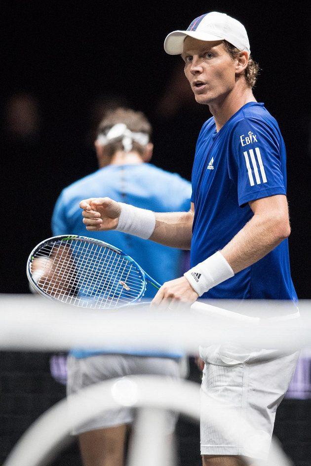Tomáš Berdych během čtyřhry po boku Rafaela Nadala, s nímž hrál proti dvojici Jack Sock a Nick Kyrgios.