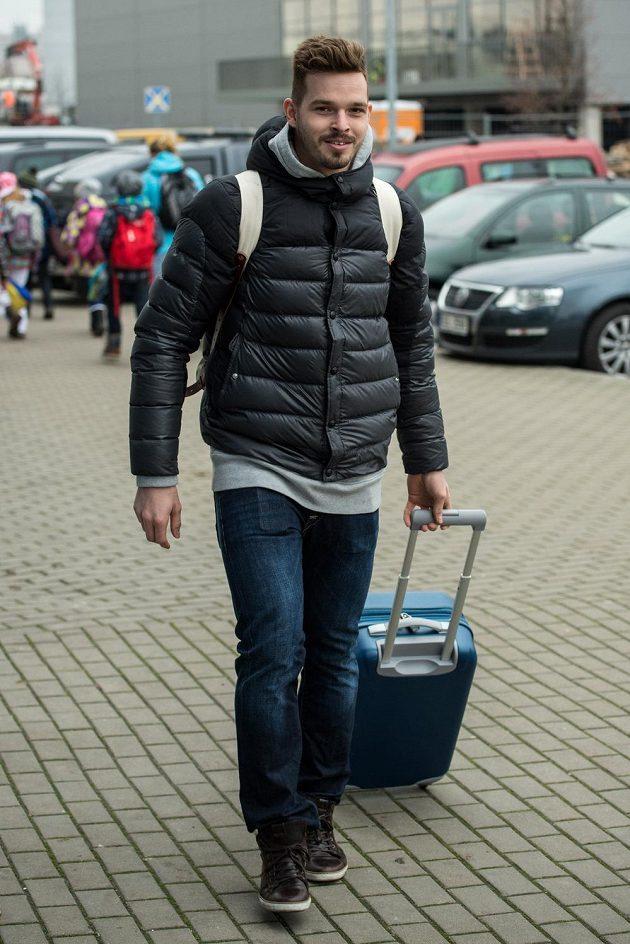 Brankář Dominik Furch přichází na sraz hokejové reprezentace před turnajem Channel One Cup.