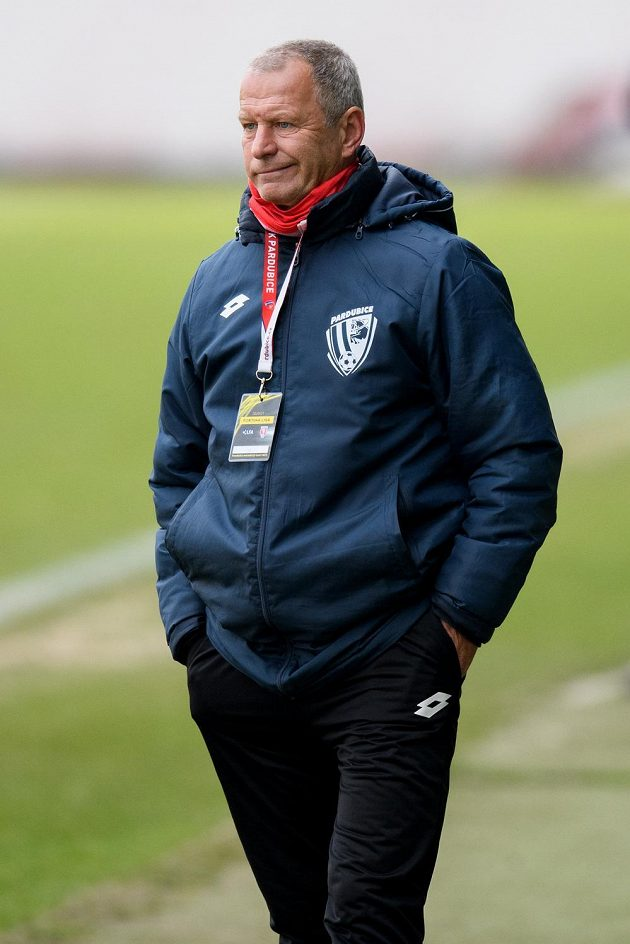 Trenér Pardubic Jiří Krejčí.
