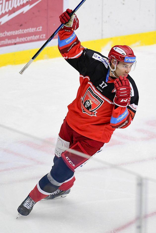 Ahti Oksanen z Hradce Králové se raduje ze vstřeleného gólu proti Třinci.