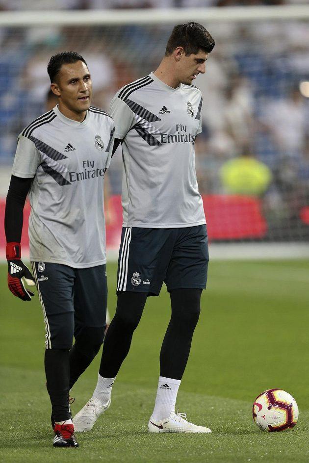 Brankáři Realu Madrid Thibaud Courtois a Keylor Navas.