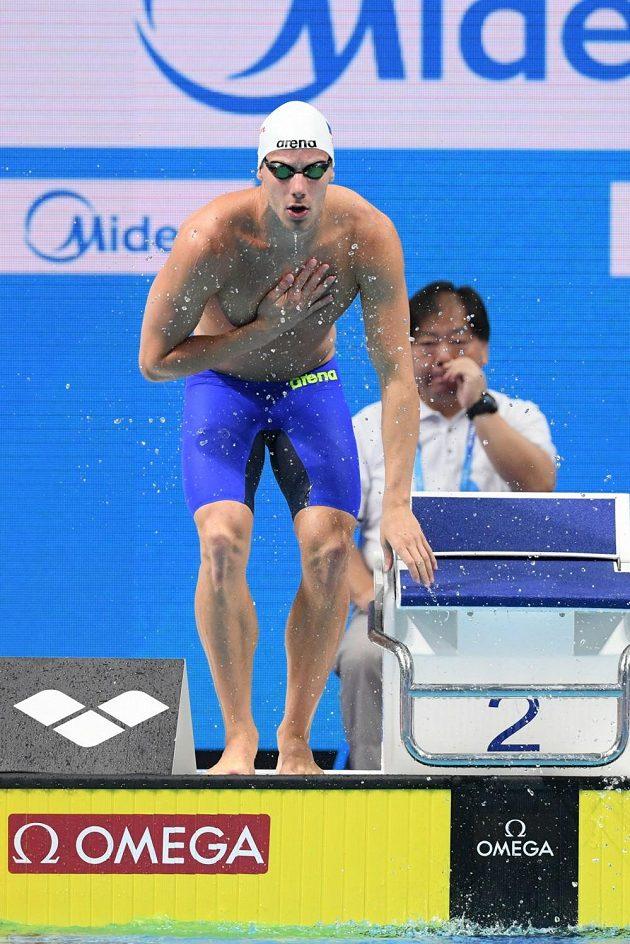 Český plavec Jan Šefl před rozplavbou na 100 m motýlek na MS v Budapešti.