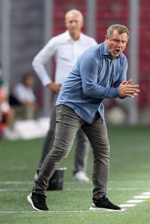 Trenér Sparty Pavel Vrba povzbuzuje tým.