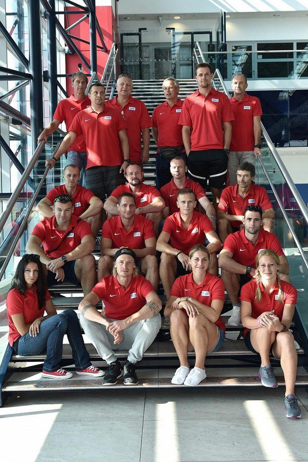 První část české atletické výpravy nabrala ve středu směr Peking.