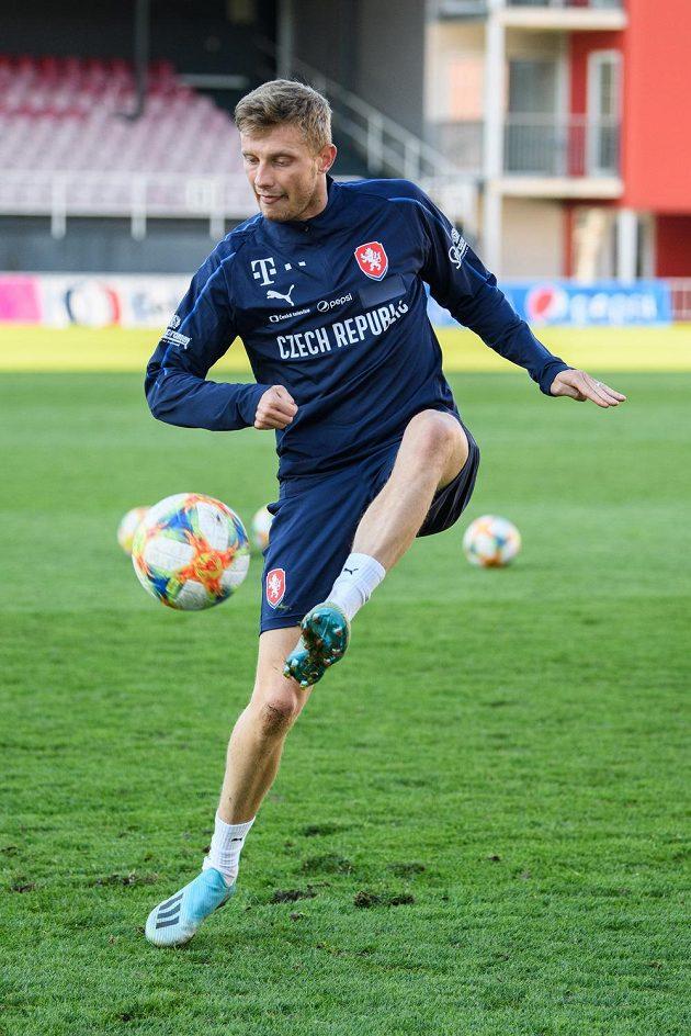 Fotbalista Ladislav Krejčí během tréninku reprezentace před zápasy s Anglií a Severním Irskem.